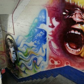 A mural graffiti design of the Hulk's screaming face.